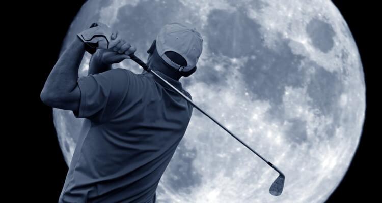 Golfball auf Mond